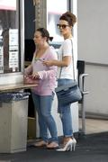 Kate Beckinsale waiting for her car in Beverly Hills 08/09/13 (pokie)