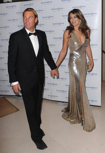 Элизабет Харли, фото 2298. Elizabeth Hurley - Operation Smile Ball in London - 11/10/11, foto 2298