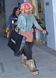 Ники Минаж, фото 136. Nicki Minaj and a friend out shopping in Beverly Hills 2-10-12, foto 136
