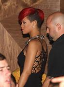 th_57675_RihannapoolsideattheVanityNightclubinLasVegas16.7.2010_02_122_352lo.jpg