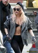 [Image: th_72994_Lady_Gaga_09_122_36lo.JPG]