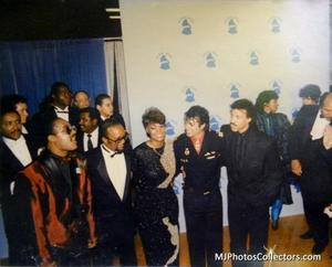 1986- The 28th Grammy Awards Th_779921595_med_gallery_8_303_74279_122_367lo