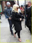 th_984844948_christina_aguilera_keeps_he