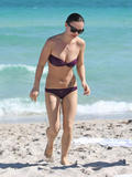 Christina Ricci in Bikini at Miami Beach - Oct 31 Foto 518 (Кристина Ричи в бикини на Майами-Бич - 31 Окт Фото 518)