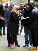 th_984875461_christina_aguilera_keeps_he